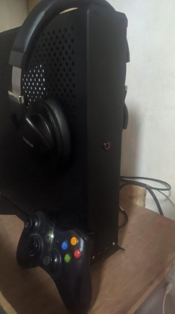 XQ69 size comparison with Xbox controller